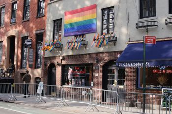 By InSapphoWeTrust from Los Angeles, California, USA (Stonewall Inn, West Village Uploaded by russavia) [CC BY-SA 2.0 (http://creativecommons.org/licenses/by-sa/2.0)], via Wikimedia Commons