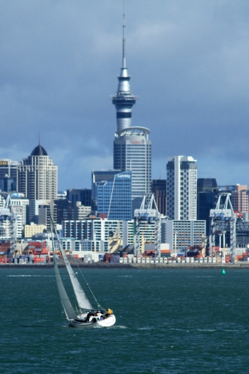 By Ronnie Macdonald from Chelmsford, United Kingdom (Auckland Harbour View 09) [CC BY 2.0 (httpcreativecommons.orglicensesby2.0)], via Wikimedia Commons